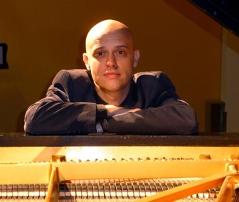 Viv McLean, piano, pianist, accompanist